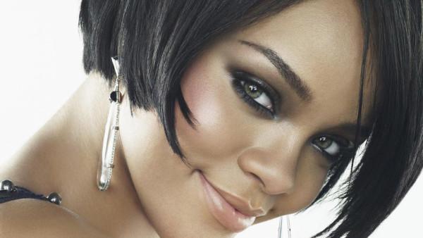 WOTS_Rihanna-Als-Bruidsmeisje